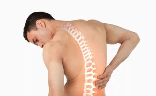 болит вся спина