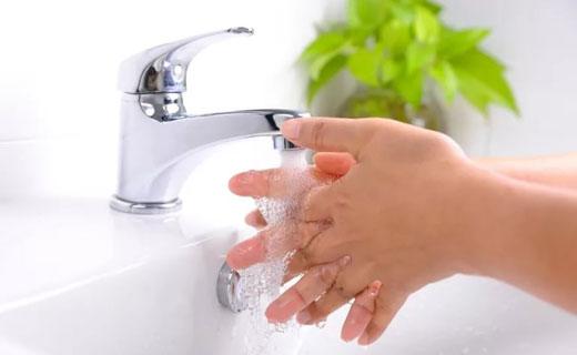 руки в холодной воде